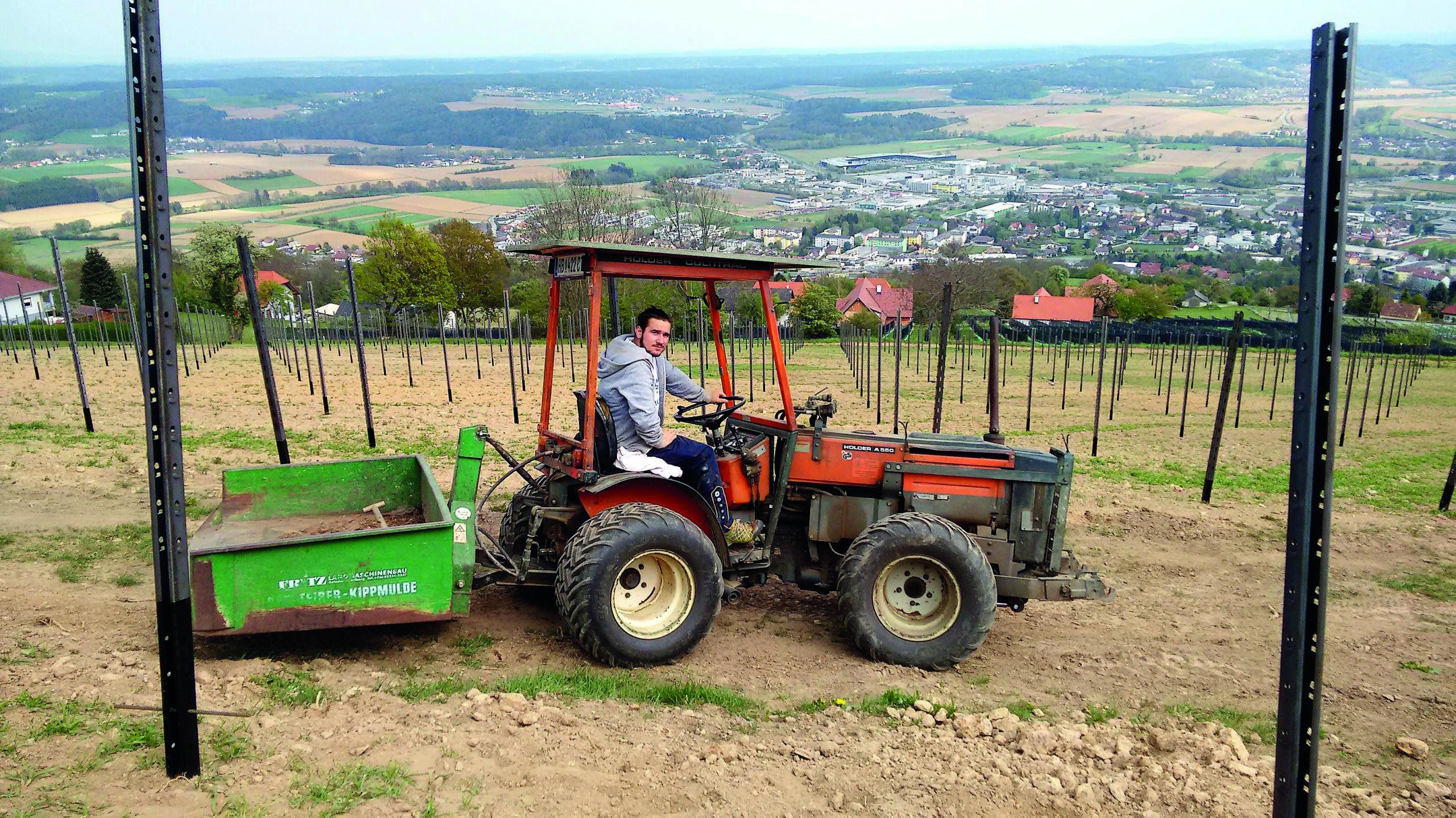 Lukas am Traktor, heute